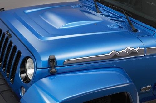 Jeep-Wrangler-Polar-Edition-front-hood