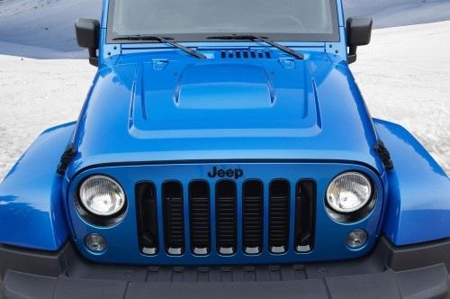 Jeep-Wrangler-Polar-Edition-front-view-02