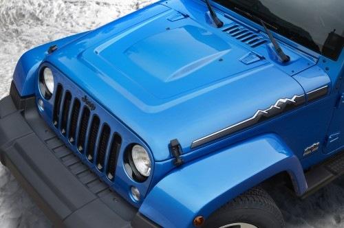 Jeep-Wrangler-Polar-Edition-hood